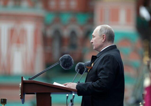 Presidente da Rússia Vladimir Putin discursa durante a Parada da Vitória em Moscou, 9 de maio de 2021