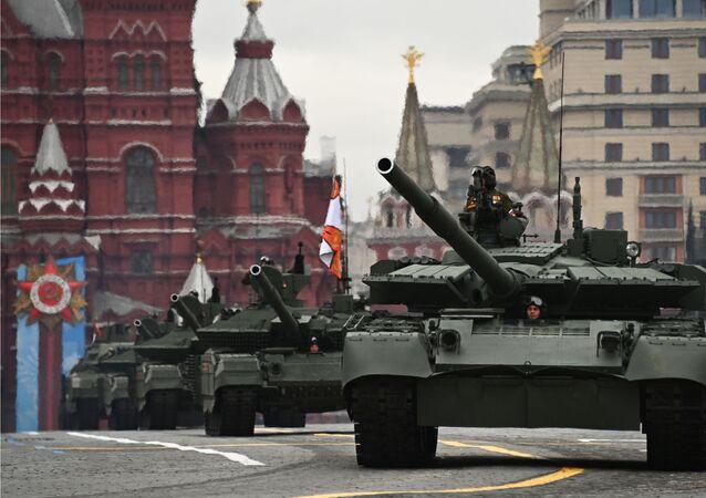 Tanques T-72B3M durante o desfile em Moscou, 9 de maio de 2021