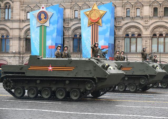 Veículo anfíbio blindado de transporte de pessoal BTR-MDM Rakushka na Parada da Vitória em Moscou, Rússia, 9 de maio de 2021
