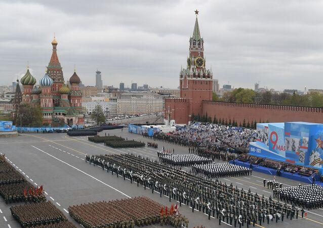 Tropas da parada durante o desfile militar nas celebrações do 76º aniversário da vitória na Grande Guerra pela Pátria, Moscou, Rússia, 9 de maio de 2021
