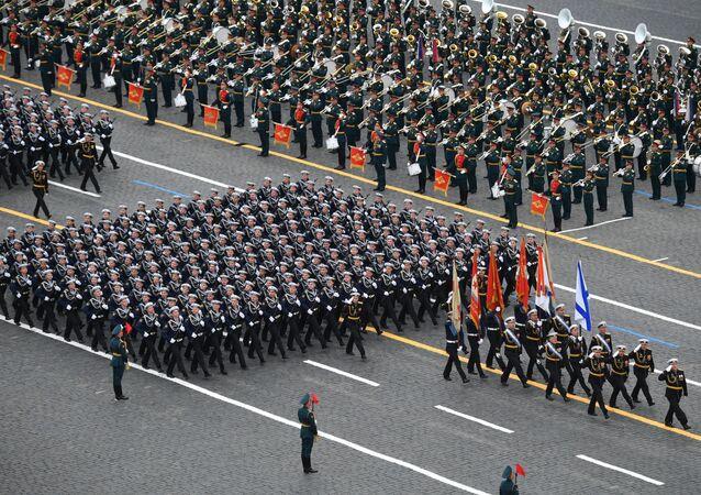 Tropas em parada da Marinha russa durante o desfile militar nas celebrações do 76º aniversário da vitória na Grande Guerra pela Pátria, Moscou, Rússia, 9 de maio de 2021