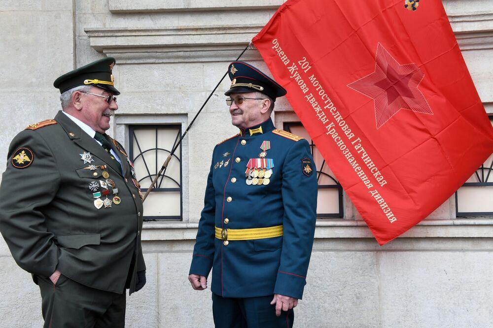 Militares durante as celebrações do 76º aniversário da vitória na Grande Guerra pela Pátria no Parque Gorky, Moscou, Rússia, 9 de maio de 2021