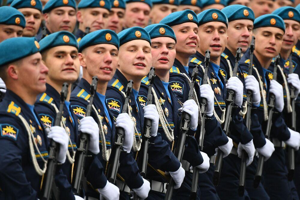 Militares da Força Aeroespacial durante a Parada da Vitória em Moscou, Rússia, 9 de maio de 2021