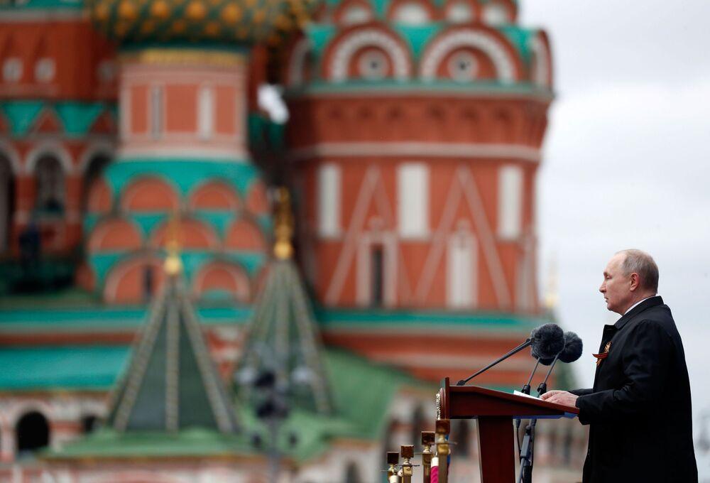 Presidente da Rússia Vladimir Putin discursa durante a Parada da Vitória em Moscou, Rússia, 9 de maio de 2021