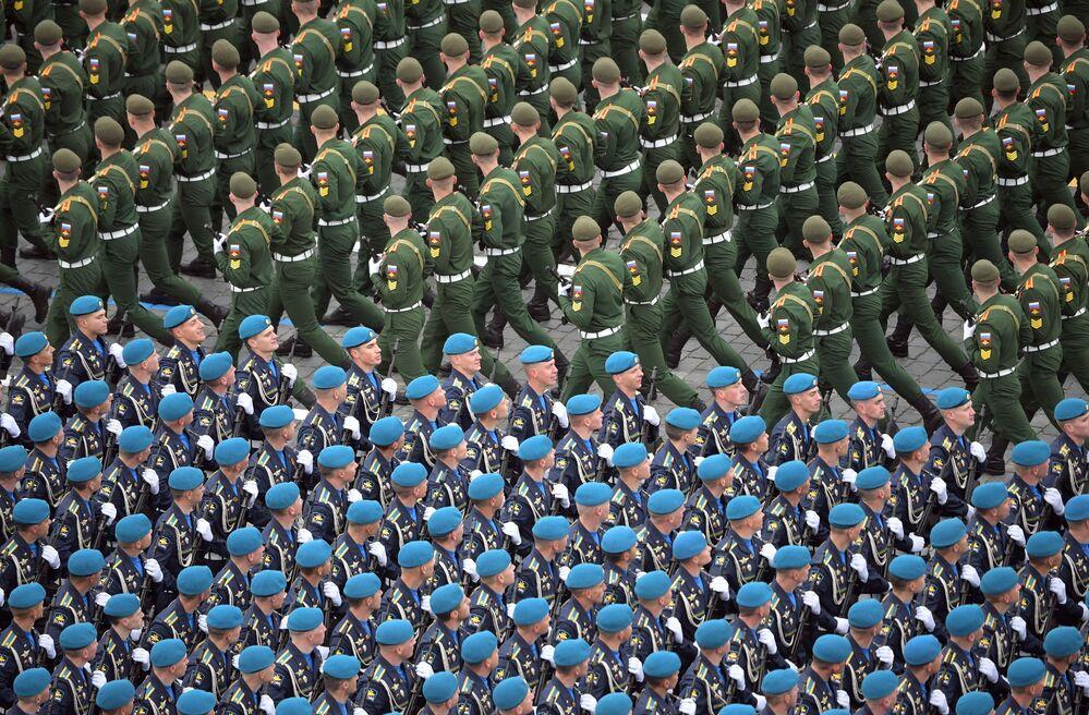 Militares das tropas em parada no Dia da Vitória em Moscou, Rússia, 9 de maio de 2021