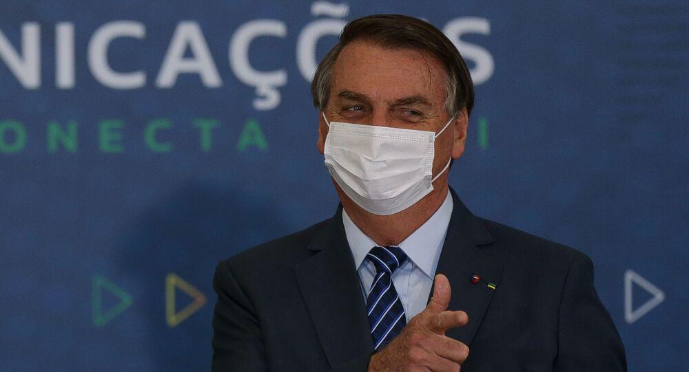 O presidente Jair Bolsonaro, acompanhado dos ministros Fábio Faria (FOTO) (Comunicações) e Luiz Eduardo Ramos (Casa Civil), participa de cerimônia de abertura da Semana das Comunicações, no Palácio do Planalto