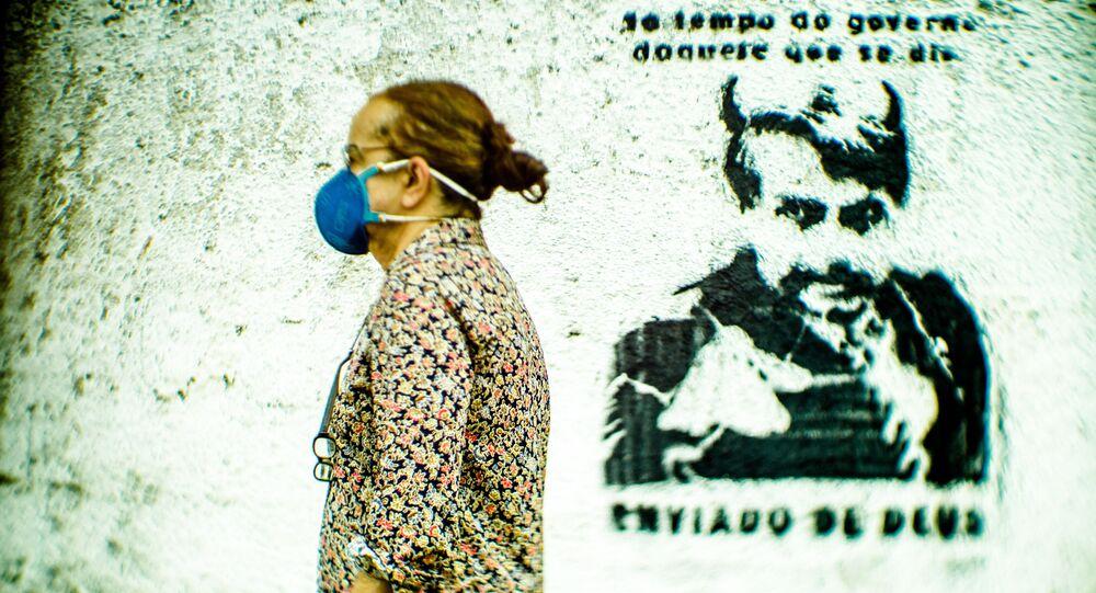 Grafite contra o presidente Jair Bolsonaro em muro de casa do Perequê, em ilhabela, SP, neste domingo, dia 9 demaio