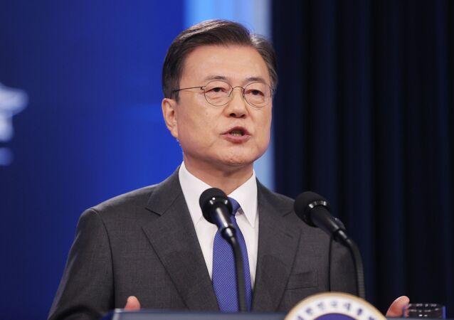 O presidente sul-coreano, Moon Jae-in, faz seu discurso durante uma entrevista coletiva na Casa Azul em Seul, Coreia do Sul, em 10 de maio de 2021