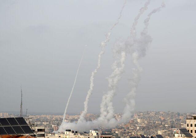 Foguetes são lançados em Israel em meio à tensão de Jerusalém, em Gaza em 10 de maio de 2021