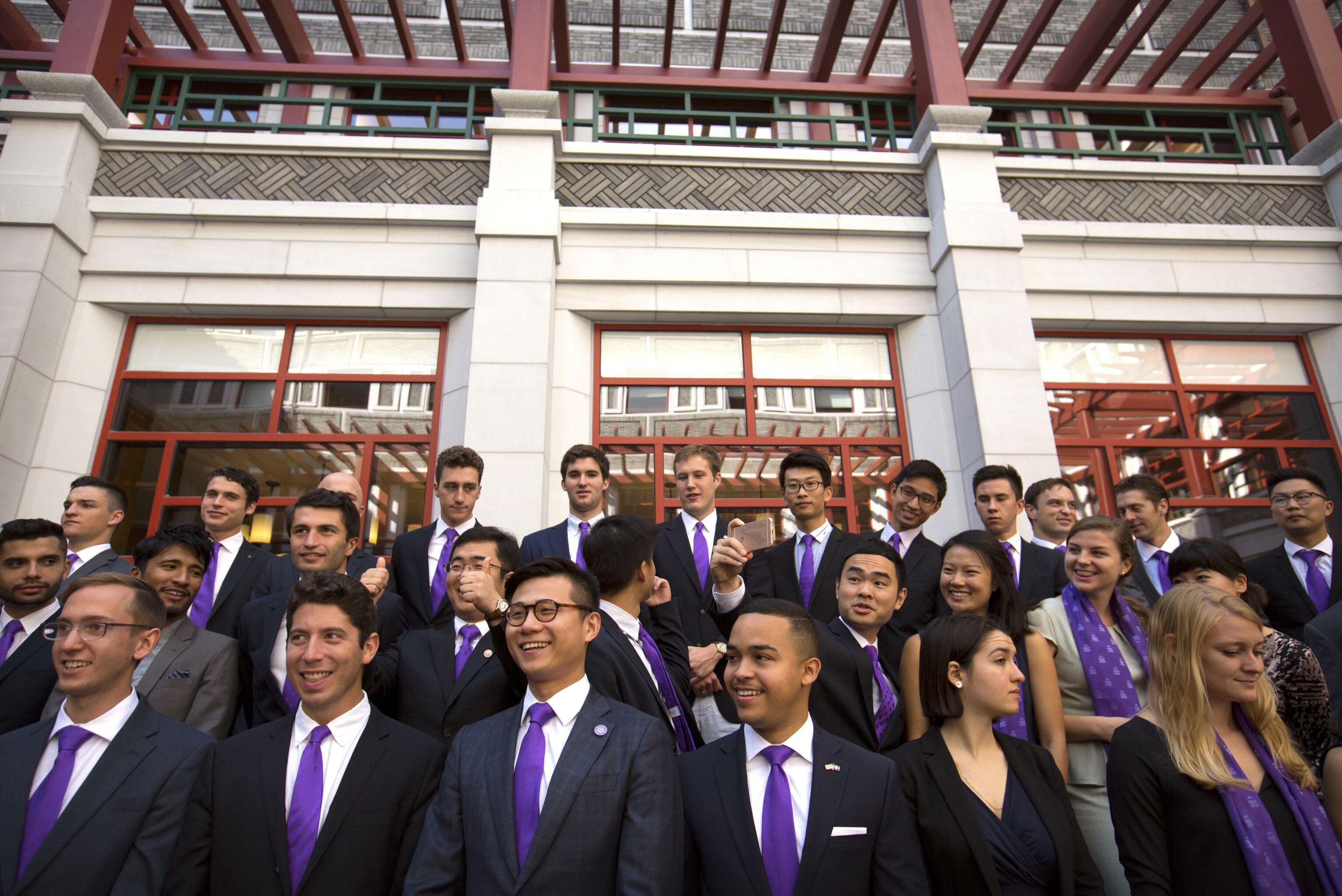 Foto em grupo antes da cerimônia de abertura oficial do programa acadêmico na Universidade Tsinghua, em Pequim, em 2016.