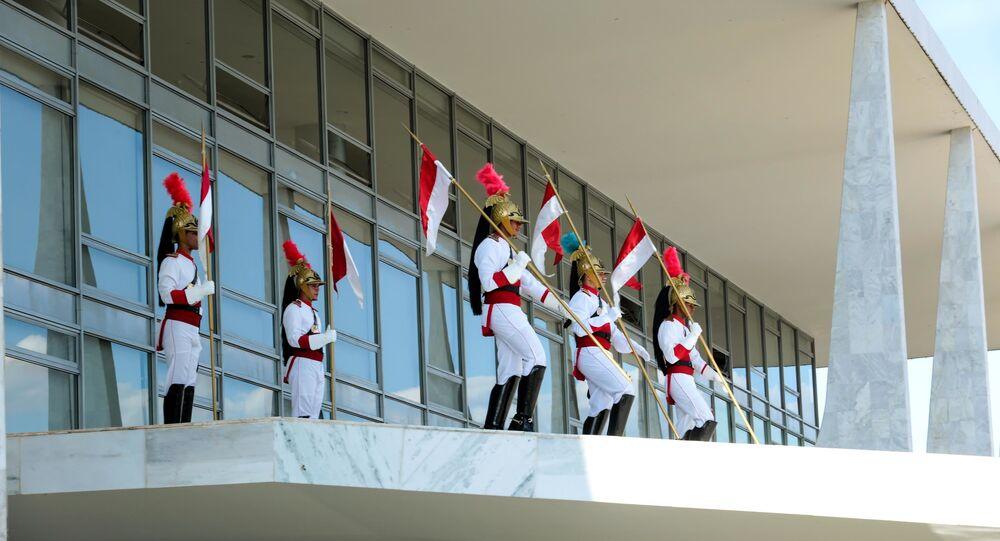 Troca da guarda dos Dragões da independência no Palácio do Planalto , na cidade de Brasília, DF