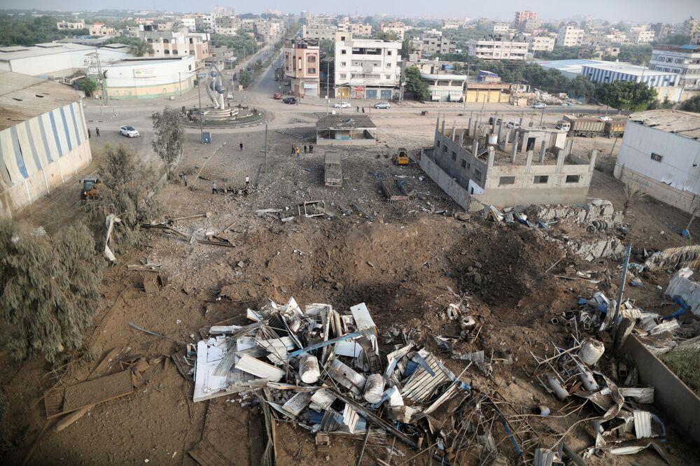 Área atingida por ataque aéreo israelense na Faixa de Gaza