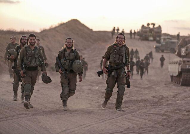 Soldados israelenses na fronteira com a Faixa de Gaza, em 16 de agosto de 2020