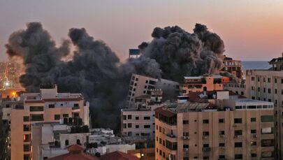 Nuvens de fumaça provocadas por um ataque aéreo israelense em Gaza