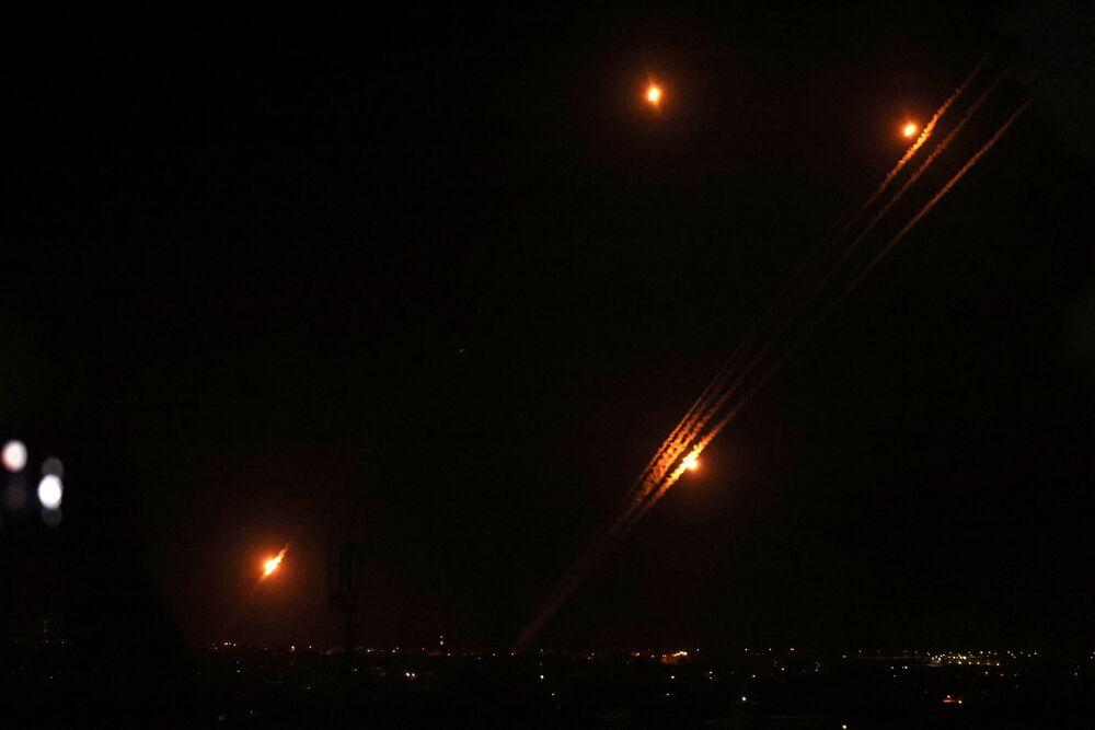 Foguetes são disparados em direção a Israel a partir da cidade de Rafah, no sul da Faixa de Gaza