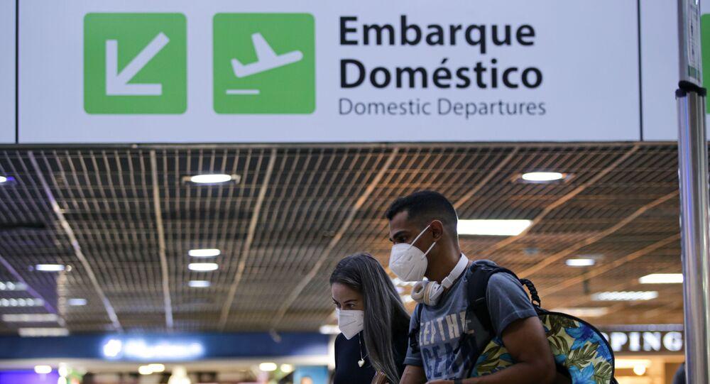 Movimentação de passageiros no Aeroporto Internacional de Brasília (DF), no dia 11 de março de 2021