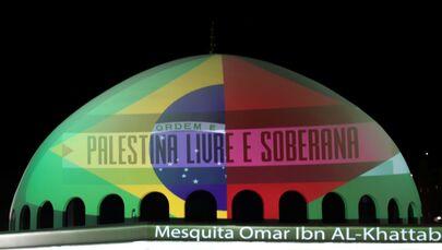 Mesquita Omar Ibn Al-Khatab, em Foz do Iguaçu, iluminada em apoio à Palestina no conflito contra Israel, 14 de maio de 2021