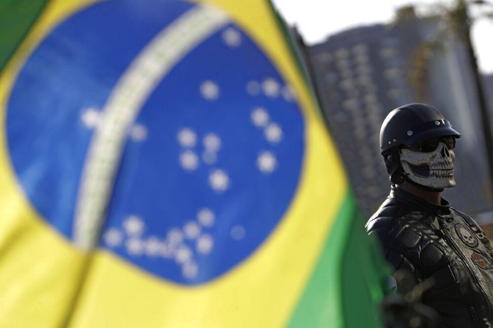 Apoiador de Jair Bolsonaro durante um passeio de moto em ato de suporte do presidente, 9 de maio de 2021