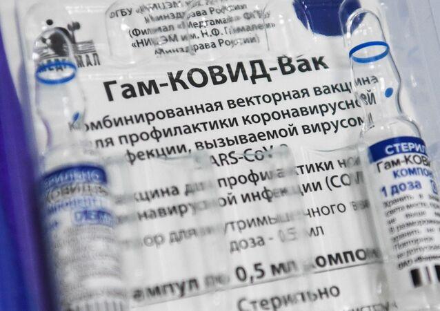 Em Novosibirsk, na Rússia, ampolas da vacina russa Sputnik V contra a COVID-19 são exibidas, em 30 de abril de 2021