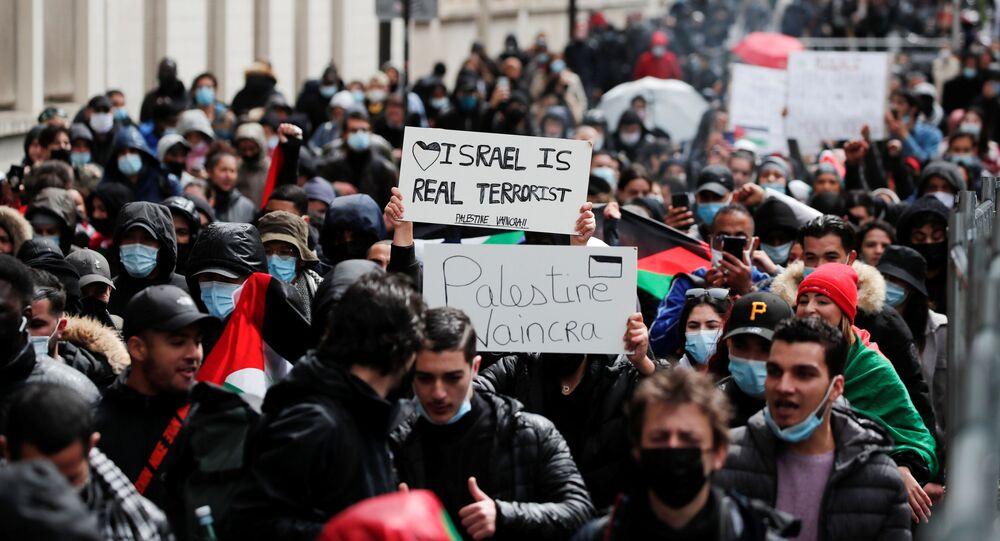 Em Paris, manifestantes participam de protesto em apoio à Palestina, em 15 de maio de 2021
