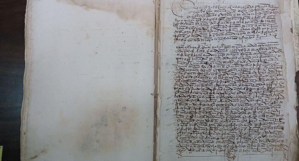 Documento, datado de 1521, onde se detalha como os aliados de Hernán Cortés, conquistador espanhol, lhe imploram para evitar viajar até a cidade portuária de Veracruz para se encontrar com um emissário da coroa espanhola, retratado no Arquivo Geral da Nação (AGN, na sigla em espanhol), na Cidade do México, México, 19 de agosto de 2014