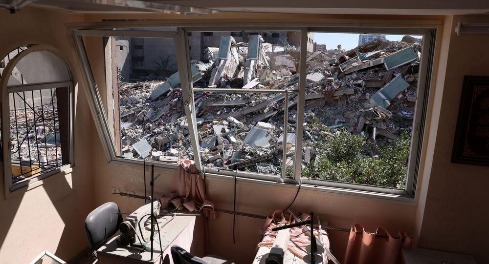 Interior do prédio que abrigava mídias internacionais destruído após bombardeio isralense, 15 de maio de 2021
