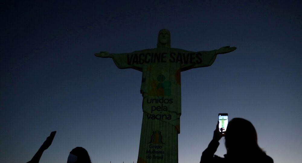 Grupo Unidos pela Vacina faz ação no Cristo Redentor, no Rio de Janeiro