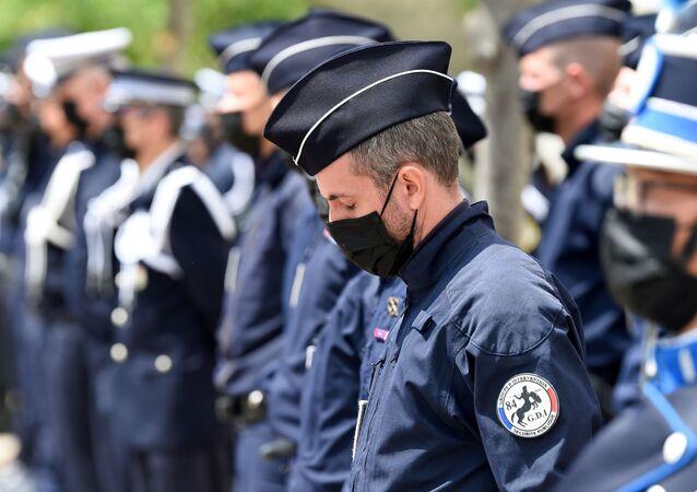 Policiais franceses em uma cerimônia para homenagear o policial Eric Masson, que foi morto em 5 de maio durante uma operação antidrogas, em Avignon, França, em 11 de maio de 2021