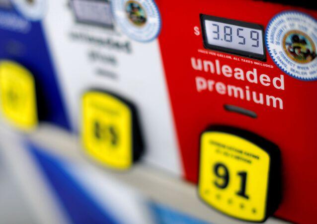 Em San Diego, Califórnia, preços aparecem em uma bomba de gasolina, em 11 de julho de 2018