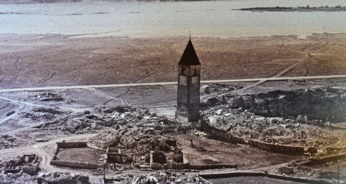 Campanário de Curon antes de submergir na Itália