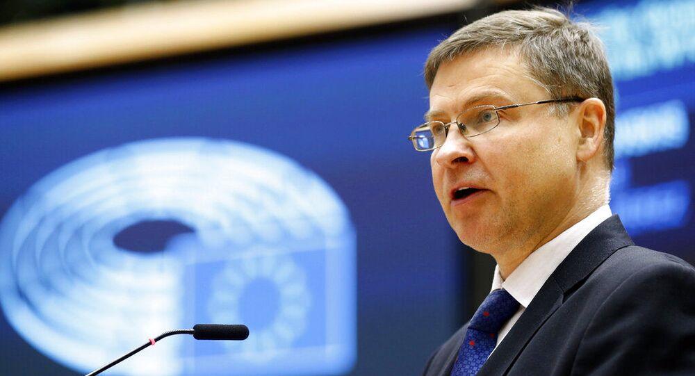 Vice-presidente da Comissão da União Europeia, Valdis Dombrovskis, discursa no Parlamento Europeu em Bruxelas, quarta-feira, 19 de maio de 2021