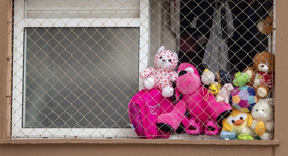 Brinquedos são deixados ao Sol durante quarentena na cidade de São Paulo, 14 de maio de 2020