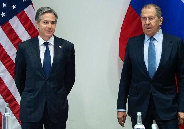 O secretário de Estado dos EUA, Antony Blinken, e o ministro das Relações Exteriores da Rússia, Sergei Lavrov, durante reunião em Reykjavik, na Islândia, no dia 19 de maio de 2021