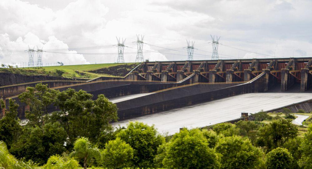 Em Foz do Iguaçu, no estado brasileiro do Paraná, a usina hidrelétrica de Itaipu opera, em 18 de março de 2014