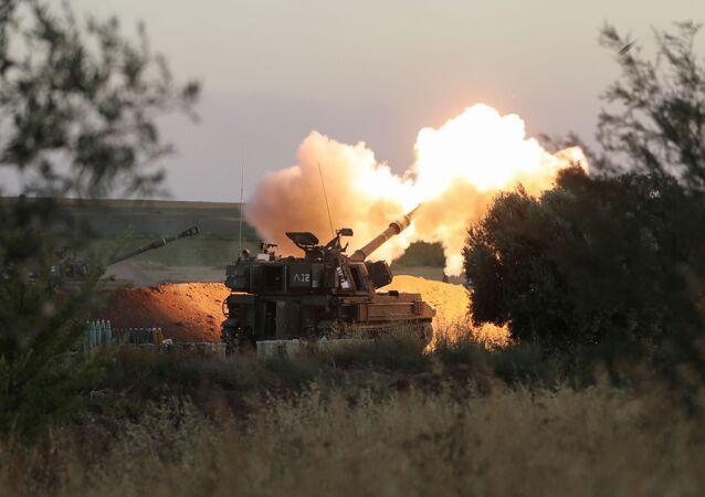 Artilharia israelense realiza ataque próximo à fronteira com a Faixa de Gaza, 19 de maio de 2021