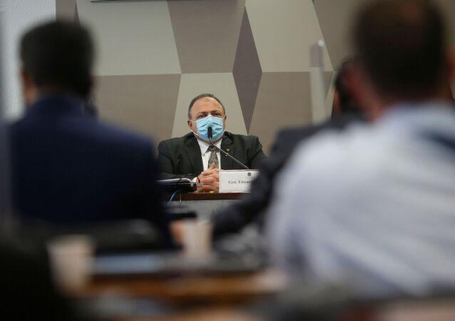 O ex-ministro da Saúde Eduardo Pazuello continua a prestar depoimento na CPI da Covid no Senado