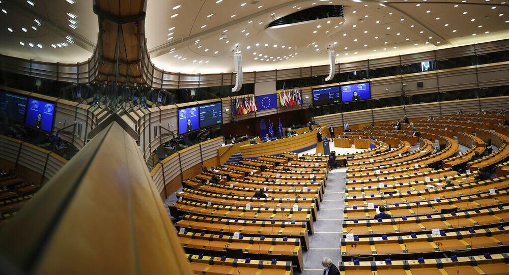 Legisladores europeus participam de um debate no Parlamento Europeu em Bruxelas, terça-feira, 18 de maio de 2021