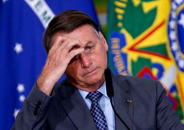 Presidente do Brasil, Jair Bolsonaro, gesticula durante cerimônia no Palácio do Planalto, Brasília, 18 de maio de 2021