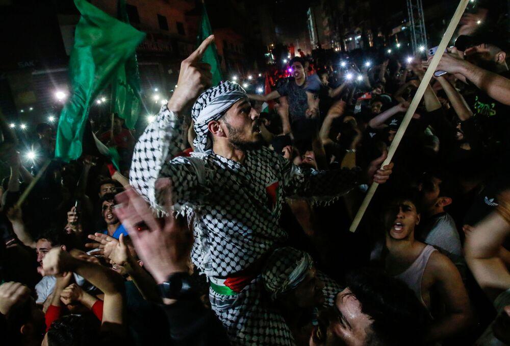Palestinos se alegram nas ruas da Faixa de Gaza após o cessar-fogo, 21 de maio de 2021
