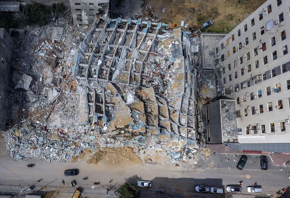 Vista aérea do edifício Al-Jalaa, que abrigava a AP, a emissora Al Jazeera e outros meios de comunicação, na Faixa de Gaza, que foi bombardeado durante ataque aéreo israelense no conflito deflagrado desde 10 de maio entre Israel e o Hamas