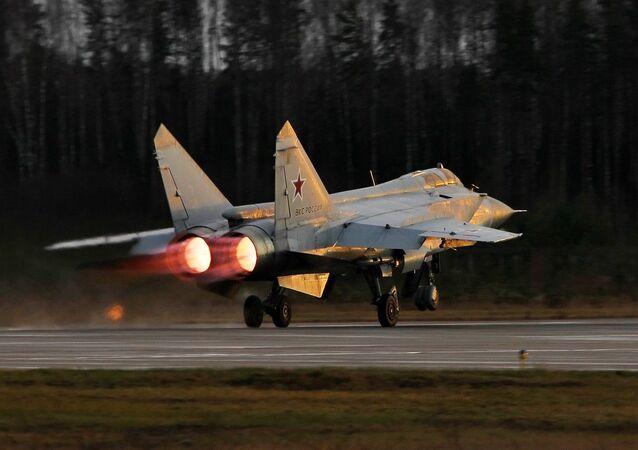 Caça MiG-31 da Rússia durante treinamento na região de Tver