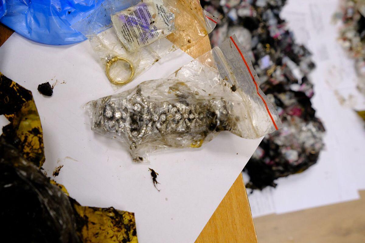 Bolsas contendo anéis roubados durante a Copa do Mundo ocorrida na Rússia em 2018