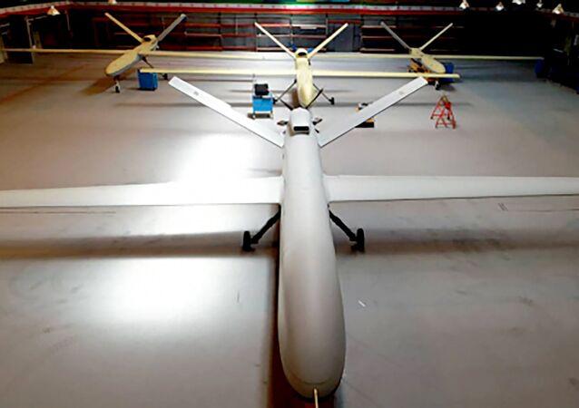Novo drone de combate e reconhecimento Gaza é exibido em um local não revelado no Irã