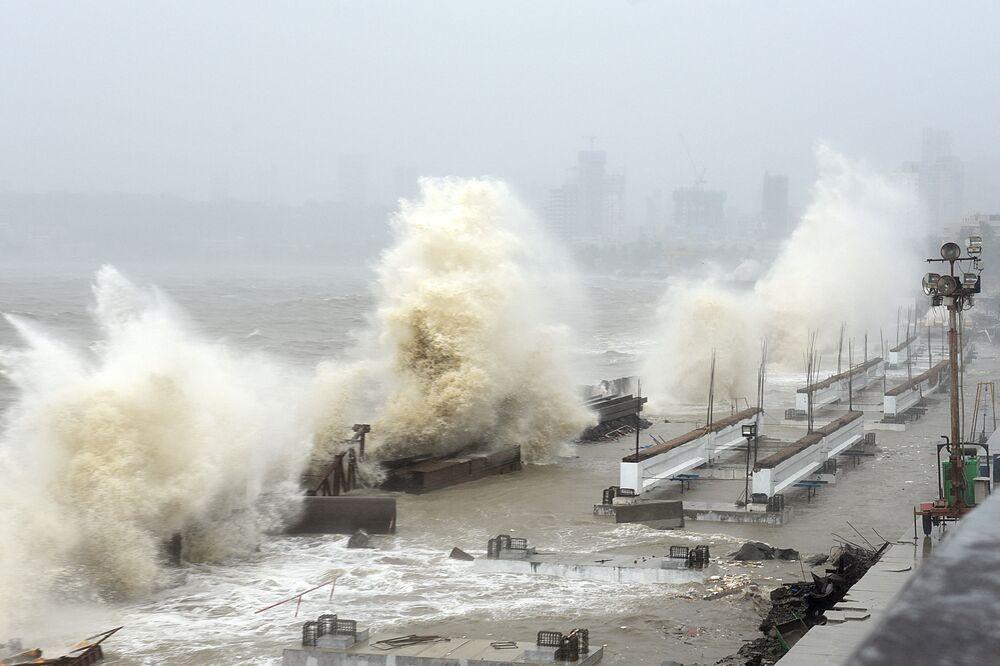 Ciclone Tauktae atinge a costa de Mumbai, Índia, 17 de maio de 2021