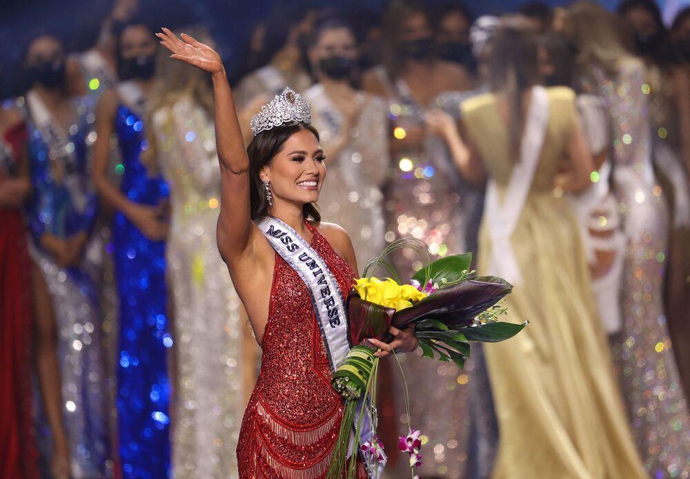 A mexicana Andrea Meza, coroada Miss Universo no concurso de 2021, 16 de maio de 2021