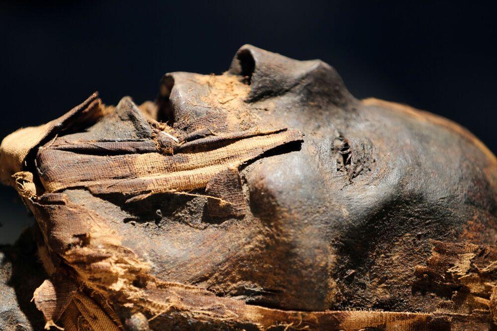 Múmia em novo museu do aeroporto internacional do Cairo, Egito, 18 de maio de 2021