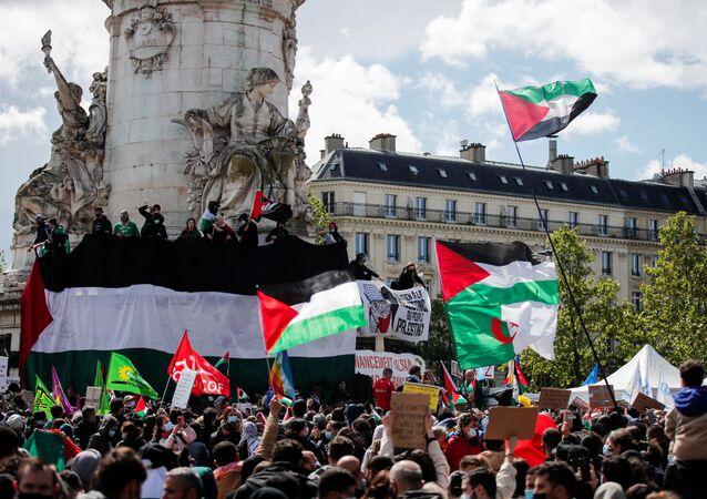 Em Paris, manifestantes participam de protesto de apoio à Palestina à escalada do conflito do país com Israel, em 22 de maio de 2021