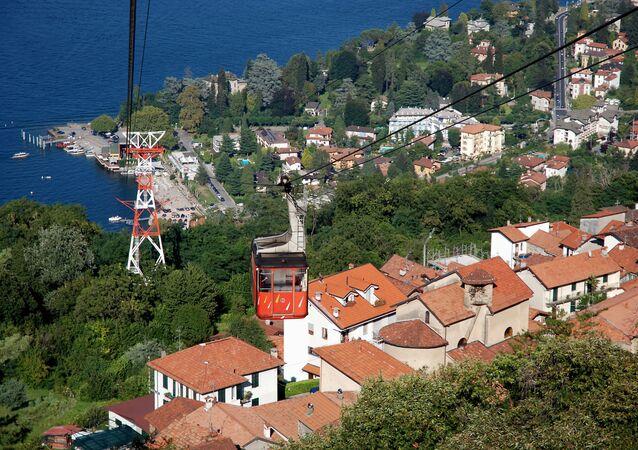 Teleférico liga a vila de Stresa, nas margens do lago Maggiore, e a montanha de Mottarone, na Itália