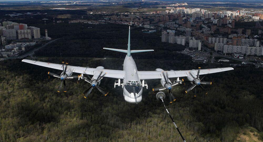 Bombardeiro estratégico russo Tu-95MS durante o ensaio geral da parte aérea do desfile militar em comemoração do Dia da Vitória, 8 de maio de 2021