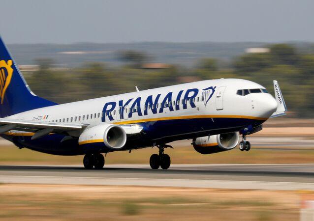 Em Palma de Mallorca, na Espanha, uma aeronave Boeing 737-800 da companhia aérea Ryanair decola de um aeroporto, em 29 de julho de 2018
